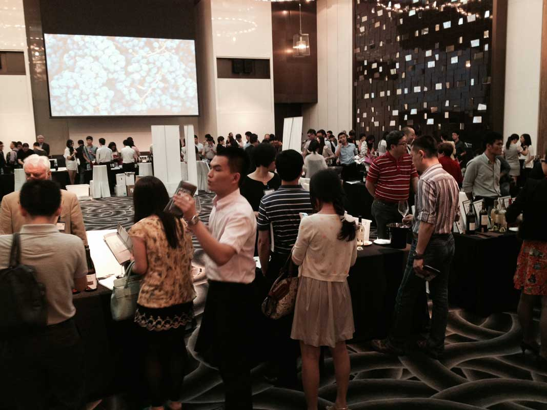 About 300 interested attendees at the Guangzhou trade tasting
